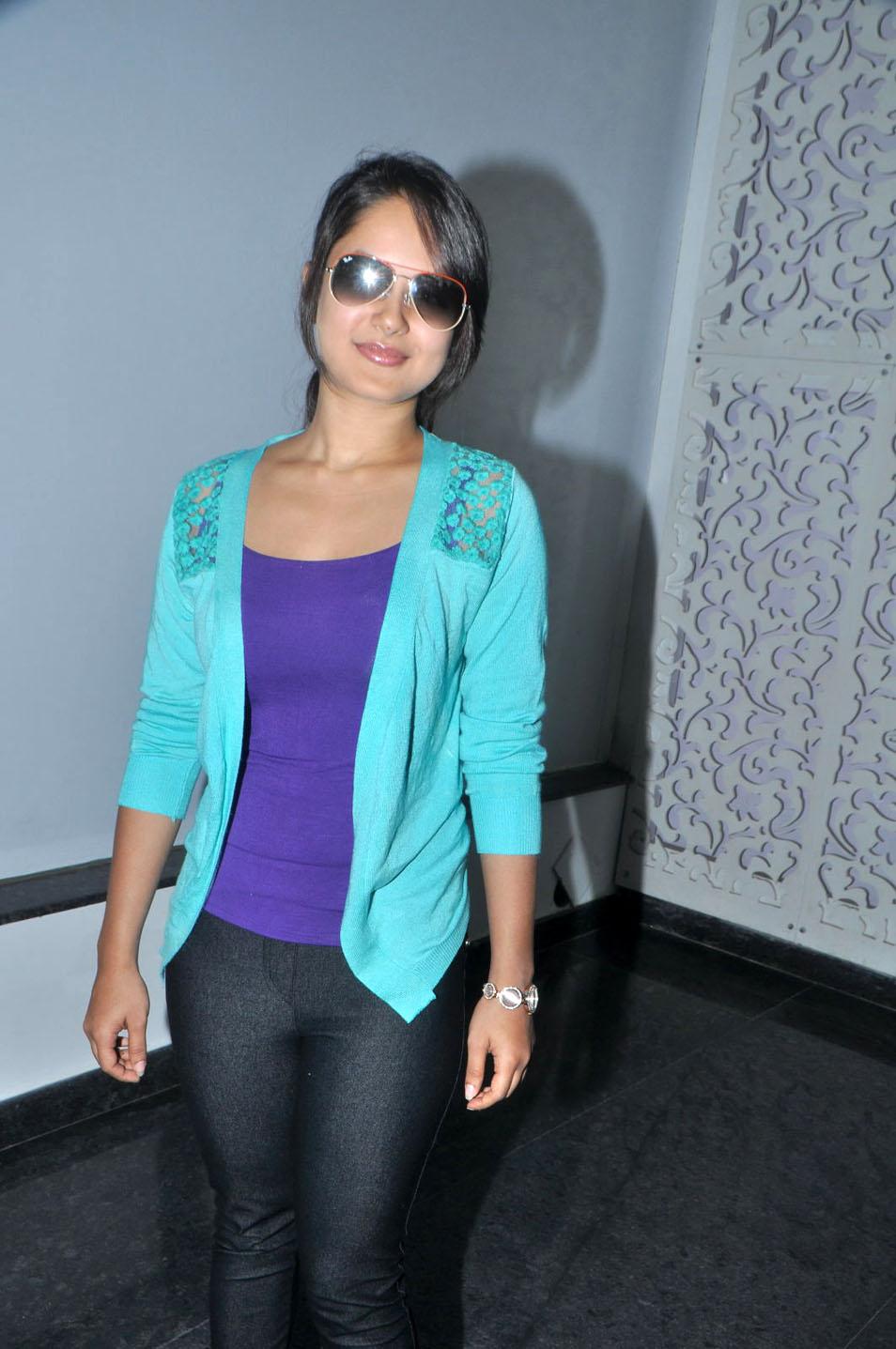 Pooja Bose In Jeans Pooja bose Hd Wallpape...